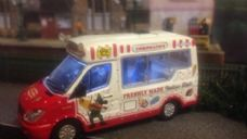 Oxfords Ice Cream Van with Head, Tail, interior lights and driver